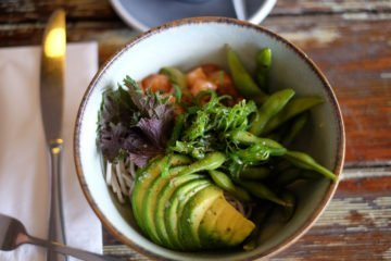 Poke-Bowl-zalm-avocado